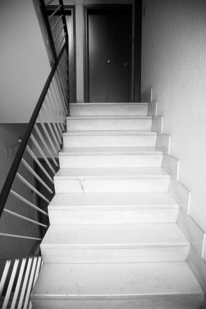 0.3 CARI LONTANI VICINI -Scala B, terzo piano
